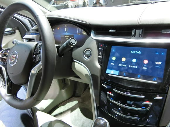 عملاق التكنولوجيا الصيني يتعاون مع كبار مصنعي السيارات حول العالم في انتاج سيارات أكثر ذكاءا.
