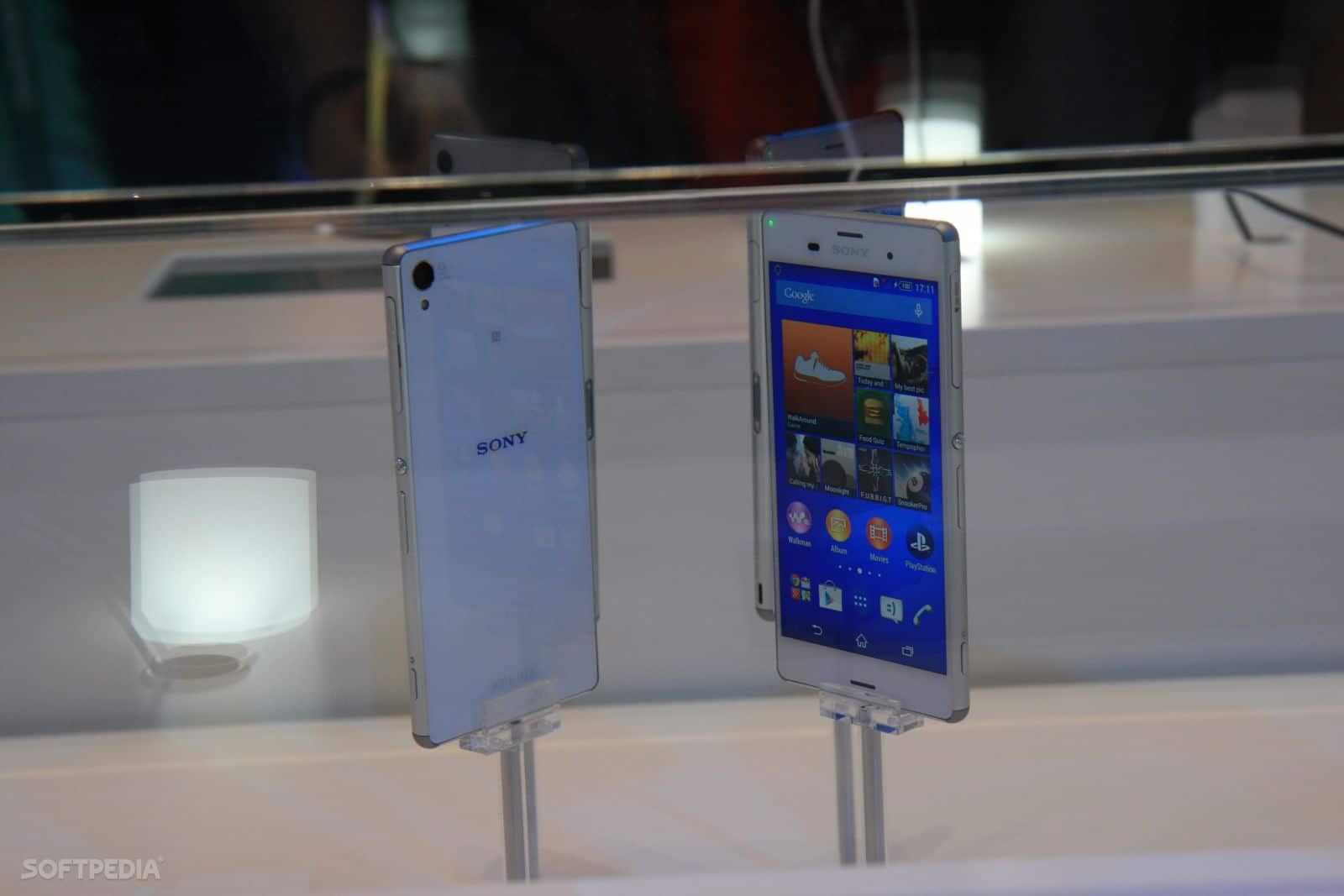 IFA-2014-Sony-Xperia-Z3-and-Xperia-Z3-Compact-Hands-On-457835-3